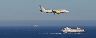 מטוס וספינה
